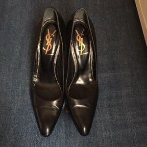 YSL Yves Saint Laurent heels. Black leather. 39.5